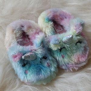 Capelli New York fuzzy 🦄 unicorn slippers